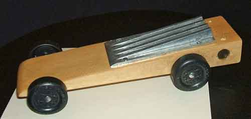 Pinewood Derby car using aerodynamic weight